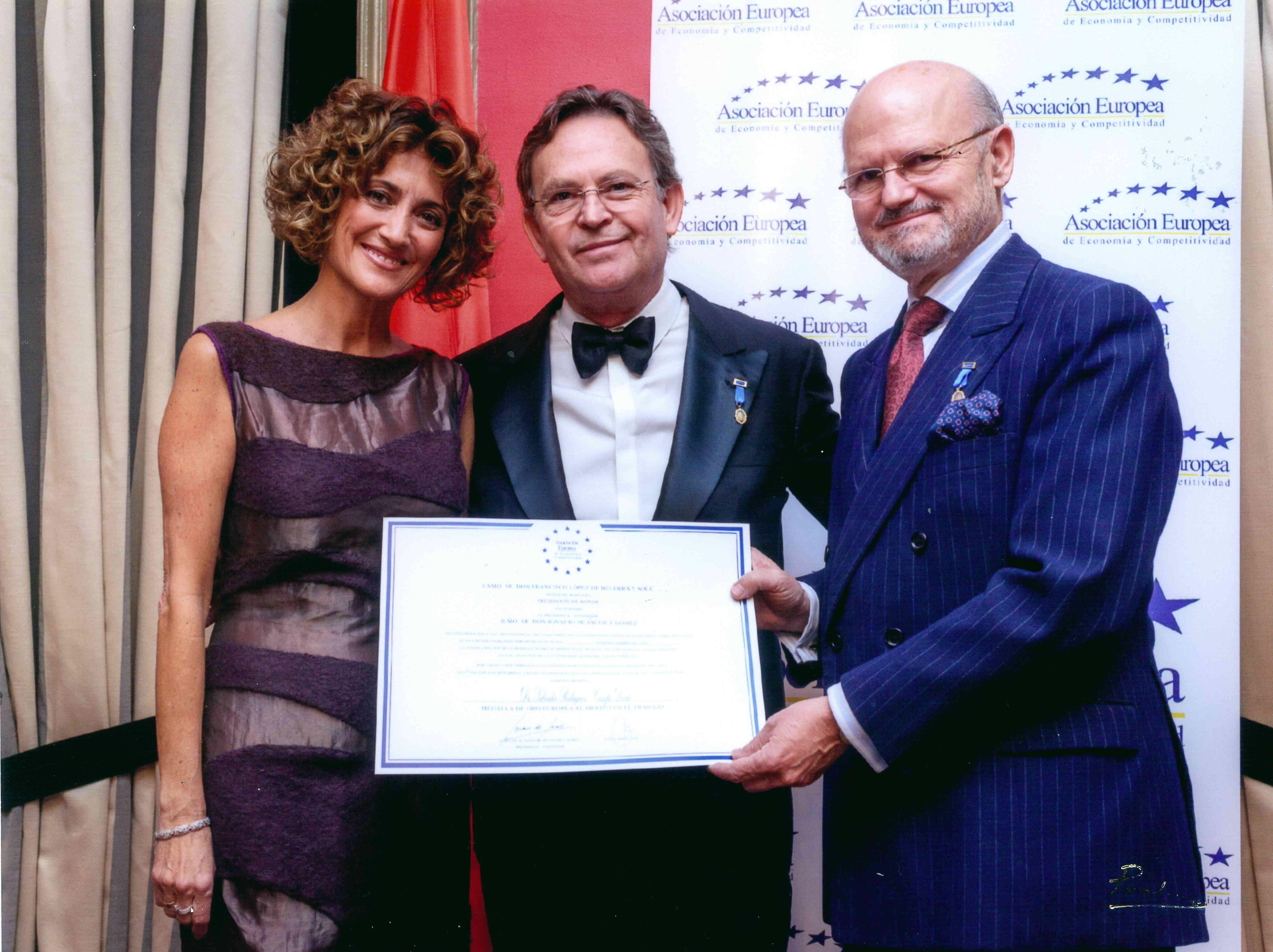 Dr. Rodríguez-Camps | Medalla de Oro al Mérito al Trabajo